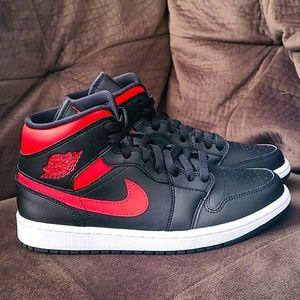 Air Jordan 1 Mid Siren Red